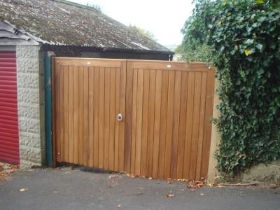 Border doors with a flat top