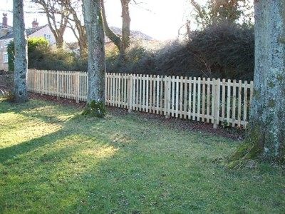 Pin grooved palisade fencing