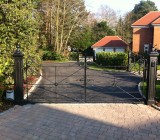 Malvern-small-cast-iron-pillars-with-automated-12ft-double-gate (1)